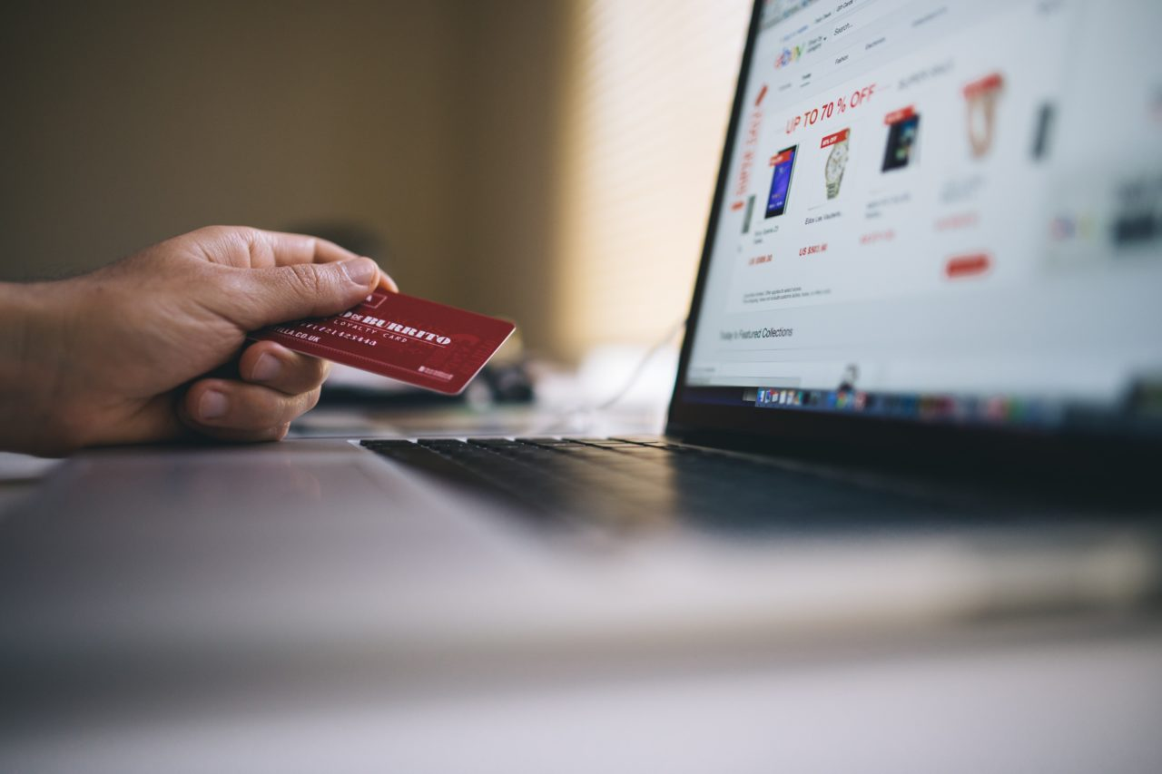https://texasconsumercredit.com/wp-content/uploads/2019/11/black-friday-buy-credit-card-34577-min-1280x853.jpg